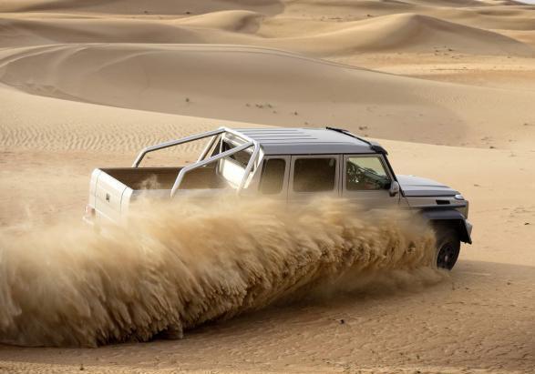 Mercedes G 63 AMG 6x6 nel deserto