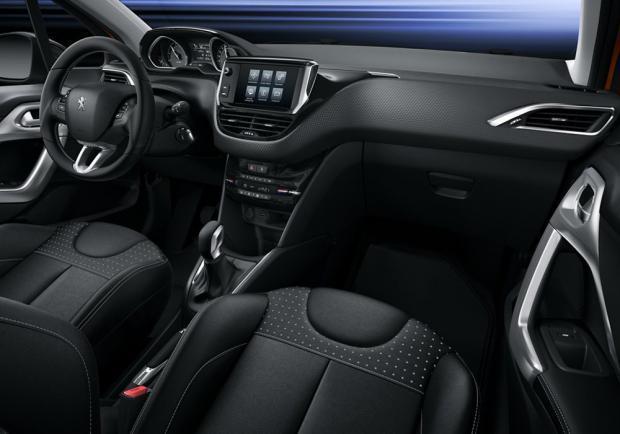 Nuova Peugeot 208 restyling 2015 interni