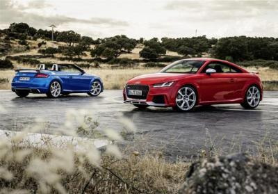 Nuove Audi TT RS Coupé e Roadster, prezzo e prestazioni