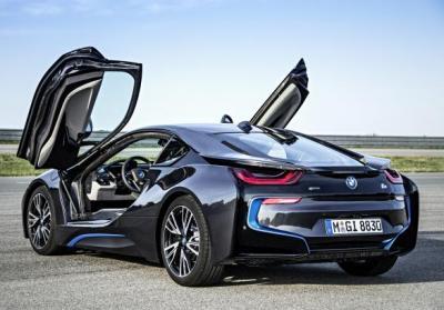 BMW i8 tre quarti posteriore