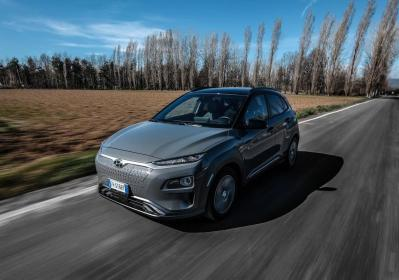 Hyundai Kona Electric, l'autonomia aumenta fino a 484 km