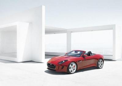 Jaguar F-Type foto tre quarti anteriore
