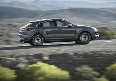 Porsche, la Cayenne diventa Coupé