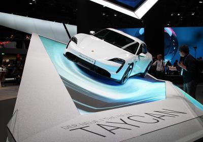 Porsche, la prima elettrica al Salone di Francoforte