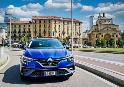 Renault Mégane E-Tech Plug-in Hybrid, 50 km in elettrico fino a 135 km/h