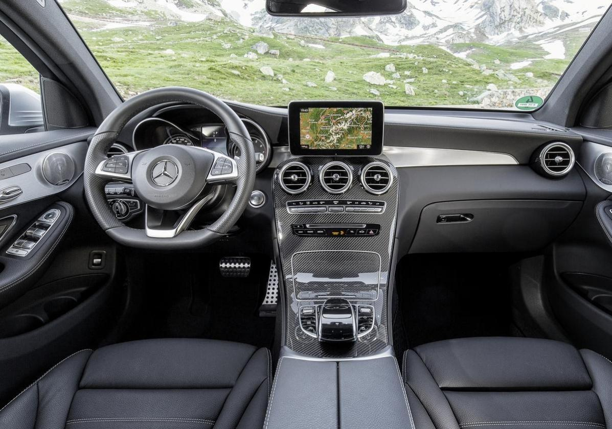 Mercedes GLC facelift 2019 interni