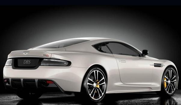 Aston Martin DBS Coupè Ultimate Edition profilo tre quarti posteriore