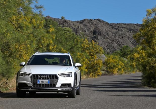 Audi A4 Allroad bianca frontale