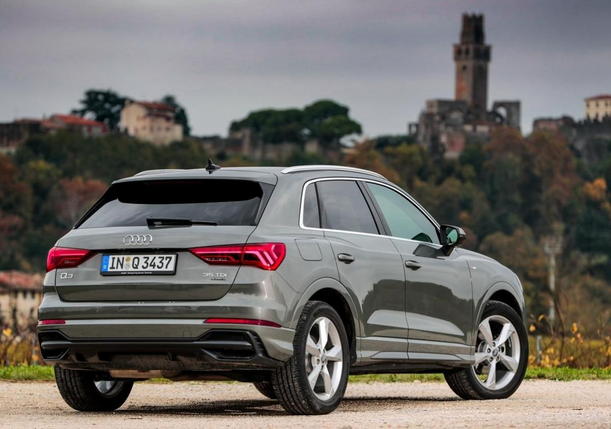 nuova audi q3 35 tdi 150 cv test drive del my 2019 patentati. Black Bedroom Furniture Sets. Home Design Ideas