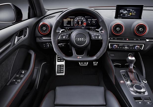 Audi RS3 interni volante
