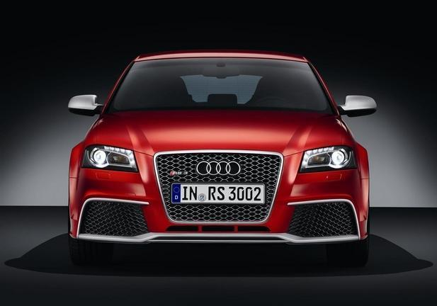 Audi RS3 rossa frontale