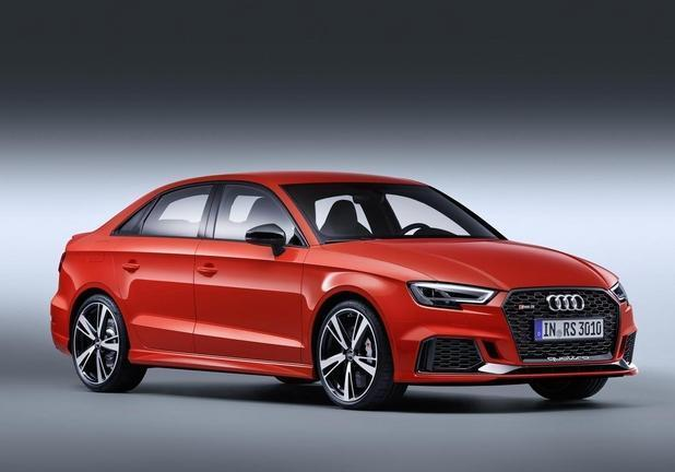 Audi RS3 Sedan rossa tre quarti laterale