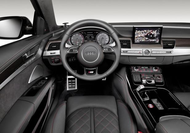 Audi S8 Plus interni