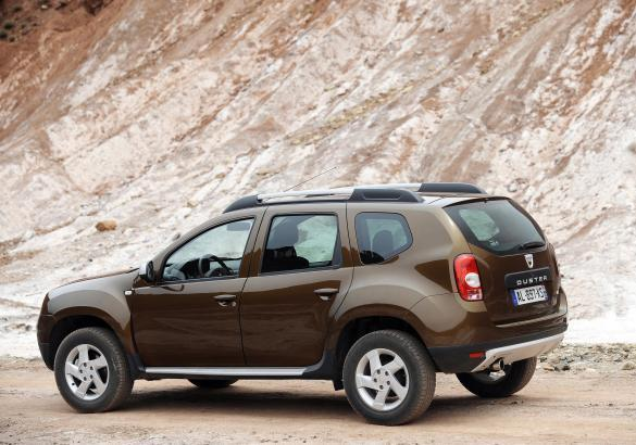 Foto auto meno care del listino dacia duster laterale for Dacia duster listino