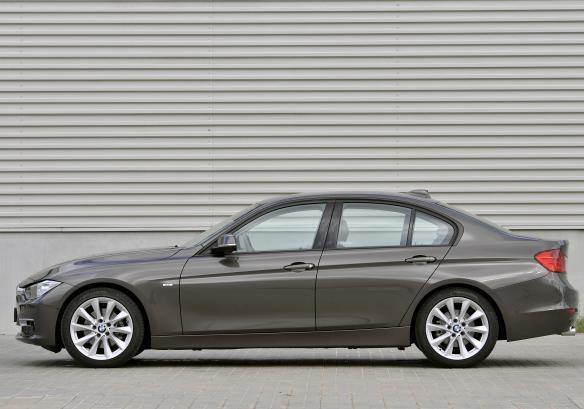 Bmw Serie 3 berlina laterale