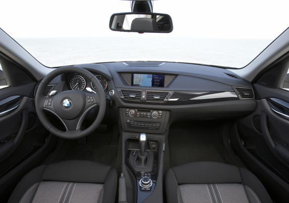 Crossover BMW X1 pre-restyling interni