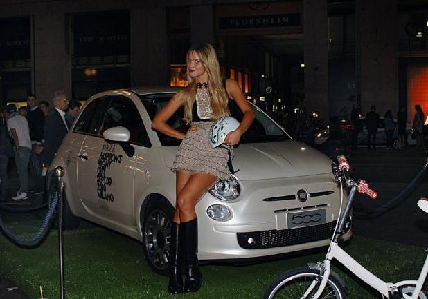 Fiammetta Cicogna e la Fiat 500 TwinAir bianca al Vogue Fashions Night Out