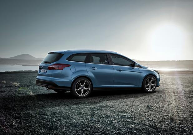 Ford Focus restyling 2014 station wagon profilo dx