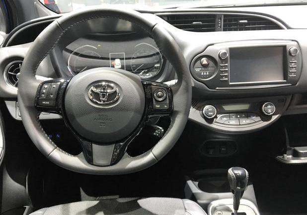 Interni toyota Yaris 2017