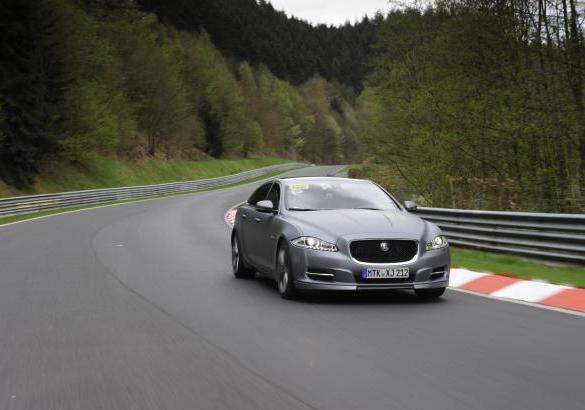 Jaguar XJ Supersport Ring-Taxi al Nurburgring tre quarti anteriore