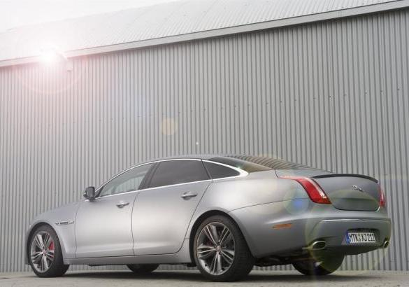 Jaguar XJ Supersport Ring-Taxi al Nurburgring tre quarti posteriore