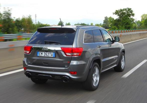 Jeep Grand Cherokee SRT tre quarti posteriore