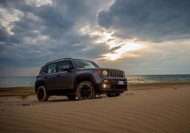 Jeep Renegade Night Eagle tre quarti anteriore