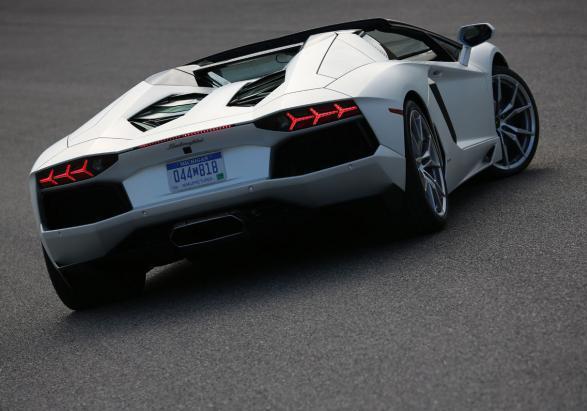 Foto Lamborghini Aventador Lp 700 4 Roadster Vista Posteriore