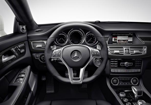 Mercedes CLS Shooting Brake 63 AMG interni