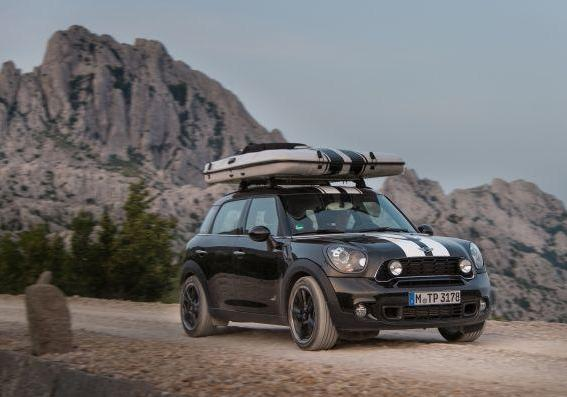 Mini Countryman ALL4 Camp con tenda chiusa