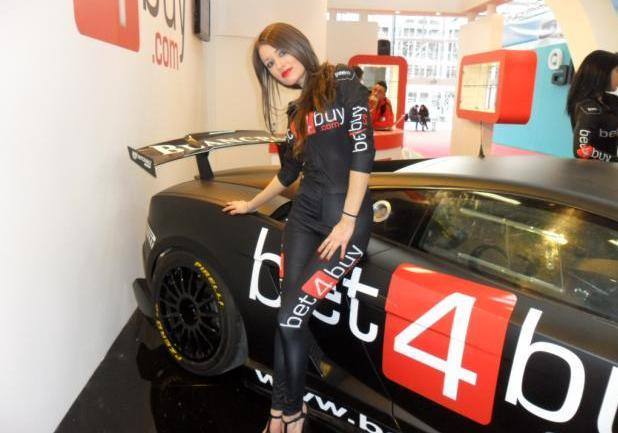 Motor Show 2012 bella ragazza Bet4buy