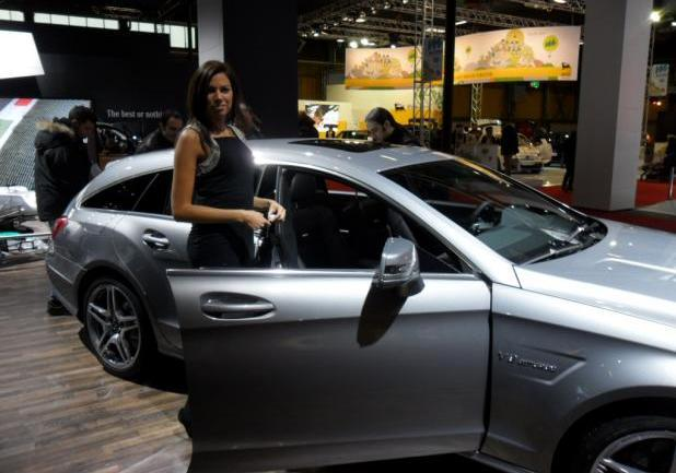 Motor Show 2012 bella ragazza Mercedes CLS Shooting Brake