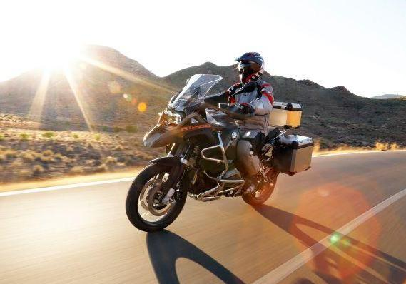 Nuova BMW R 1200 GS Adventure 2014 su strada