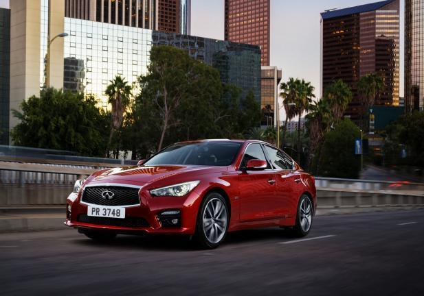Nuova Infiniti Q50 in movimento