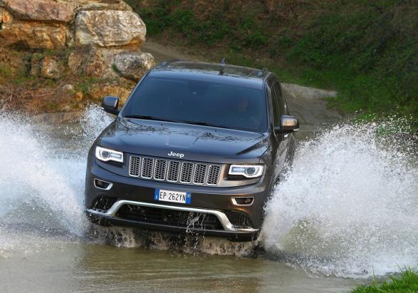 Nuova Jeep Grand Cherokee Summit anteriore guado