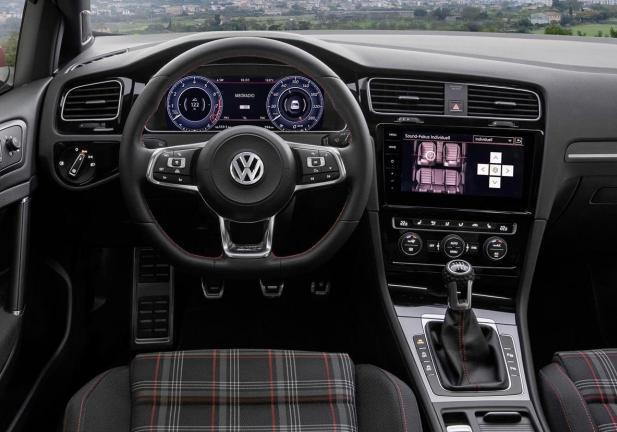 foto nuova volkswagen golf 2017 gti interni patentati. Black Bedroom Furniture Sets. Home Design Ideas