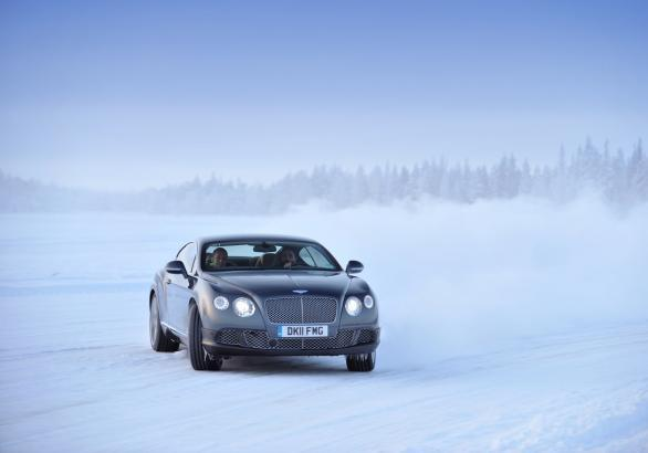 Power on Ice 2013 Bentley Continental GT anteriore