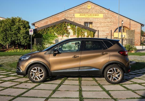 Renault captur nuove versioni top di gamma iconic e for Captur excite