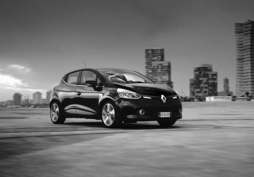 Renault Clio Costume National tre quarti anteriore