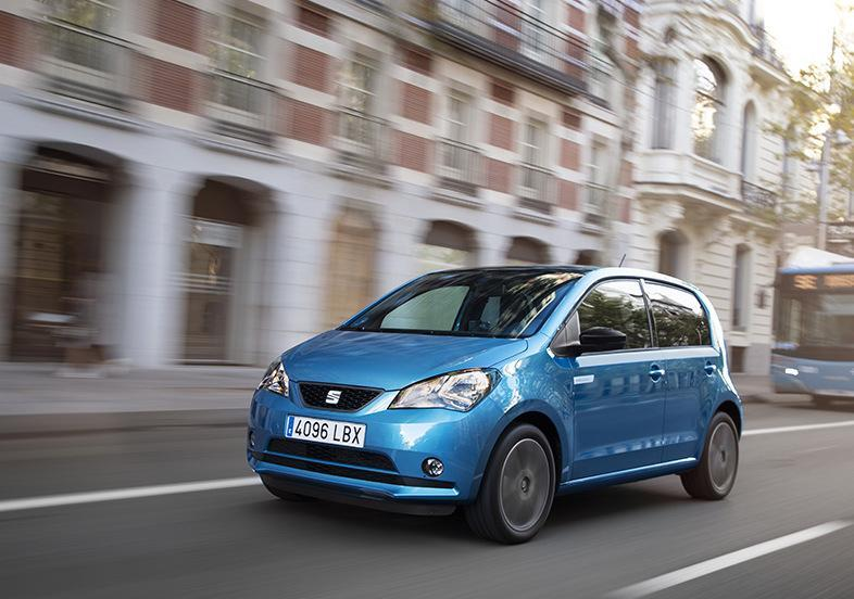 Seat Mii electric azzurra in movimento