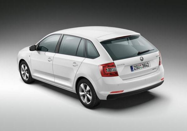 Skoda Rapid Spaceback GreenLine tre quarti posteriore