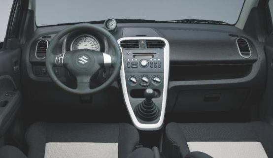 Suzuki Splash restyling 2012 interni