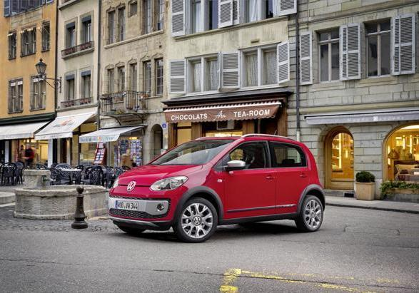 Volkswagen Cross Up! tre quarti anteriore