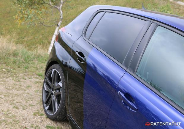 308 GTi by Peugeot Sport tinta coupe france blu e nera