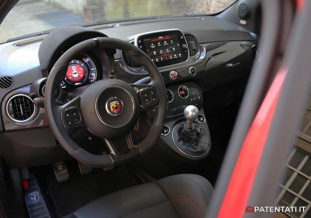 Abarth 595 esseesse interni