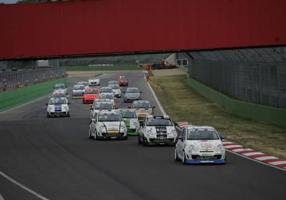 Abarth Assetto Corse in partenza a Imola
