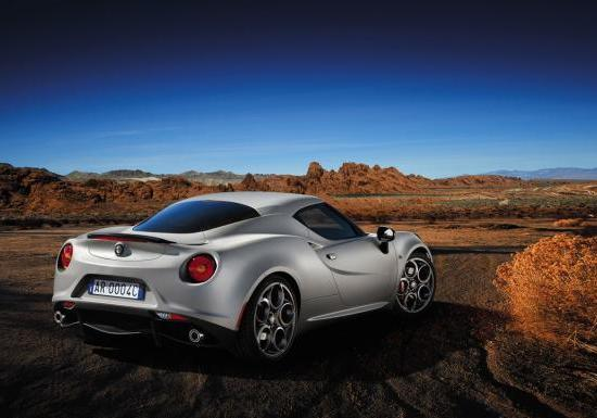 Alfa Romeo 4C Lounch Edition tre quarti posteriore