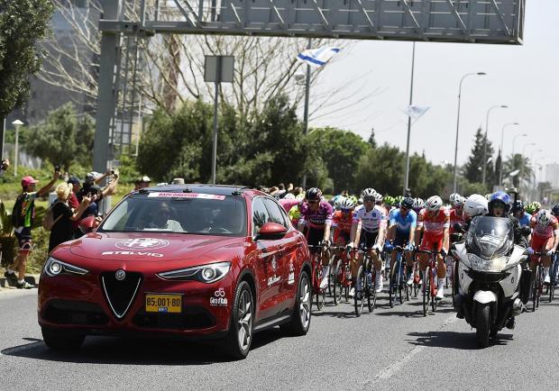 Alfa Romeo Stelvio E Giulia Al Giro D Italia 2018 Patentati
