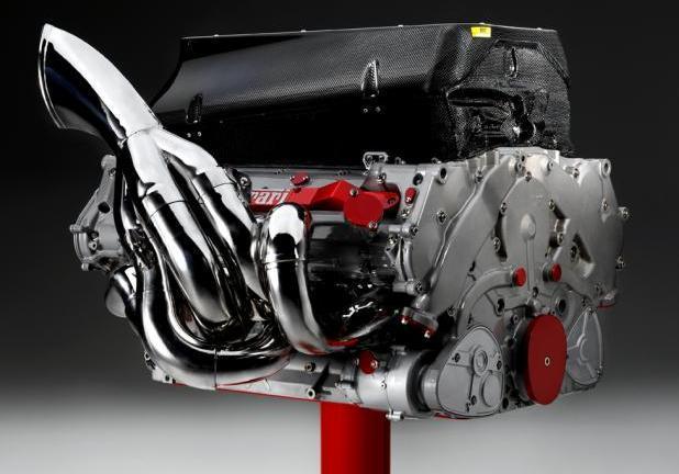 Foto Asta Ferrari Motore F1 V8 Vista Laterale