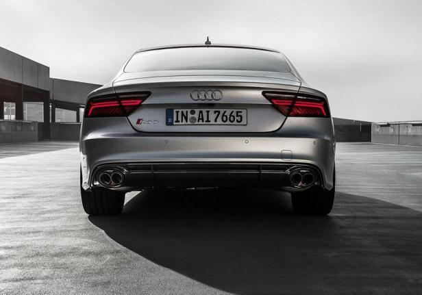 Audi Sport by Akrapovic RS7